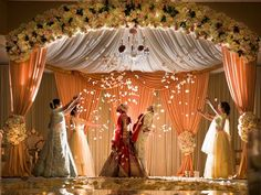 Its not easy finding exclusive Mandap Decor Ideas for your Indoor Wedding! We bring you ideas and inspirations to make your dreams come true. Indian Wedding Theme, Indian Wedding Receptions, Desi Wedding Decor, Wedding Mandap, Wedding Bride, Wedding Cake, Indian Reception, Outdoor Indian Wedding, Tamil Wedding