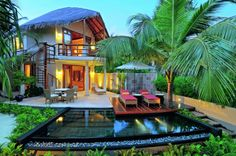 http://www.dickoatts.com/wp-content/uploads/2013/03/Luxurious-Cottage-Longue-Chairs-Outdoor-Nook-Small-Pool.jpg
