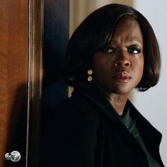Emmy Award winner #ViolaDavis stuns in #GURHANGold drop earrings in a recent episode of ABC's How to Get Away with Murder. Who else is watching this evening? #HTGAWM #24kgold #celebstyle #jewelry