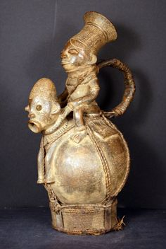 Africa | Vessel from the Mangbetu people of DR Congo (Zaire) | 1900 - 1940 | Terracotta