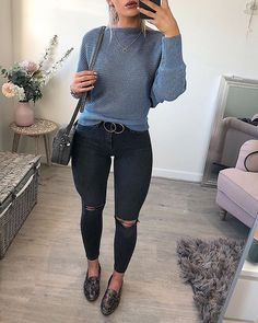 Fitted jeans with plain long sleeve shirt. fitted jeans with plain long sleeve shirt casual church outfits Trend Fashion, Winter Fashion Outfits, Fall Winter Outfits, Trendy Outfits, Cute Outfits, Casual Church Outfits, Casual Winter, Pinterest Fashion, Black Women Fashion