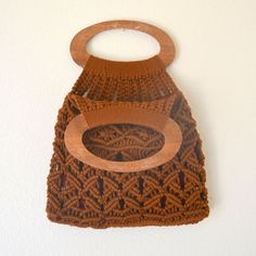 Macrame Tote Bag 70s Vintage Wooden Handle por StoryTellersVintage