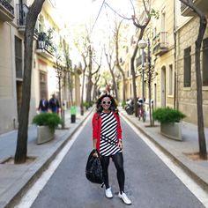 Look inverno, winter, frio, cardigan vermelho, vestido listado, peb, tênis branco, meia fina, mochila, óculos branco, casual look, comfy look