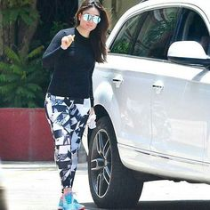 shop kareen kapoor khan inspired gym look in just 873 INR. Cool Outfits, Fashion Outfits, Gym Outfits, Workout Outfits, Dress Over Jeans, Karena Kapoor, Shraddha Kapoor Cute, Deepika Padukone Style, Bollywood Outfits