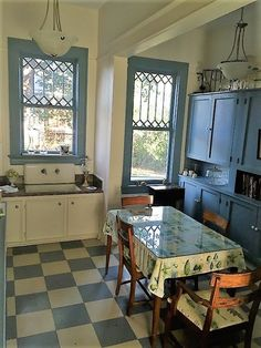 Prodigious Unique Ideas: Farmhouse Kitchen Remodel Chip And Joanna Gaines vintage kitchen remodel breakfast nooks. Shabby Chic Kitchen Curtains, Home Decor Kitchen, Farmhouse Kitchen Decor, Vintage Kitchen, Kitchen Remodel, House Interior, Country House Decor, Kitchen Style, Shabby Chic Kitchen