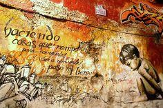 """""""Haciendo cosas que rompo para arreglarlas y volver a romperlas paso mi tiempo"""" - El niño de las pinturas. Graffiti en Granada."""