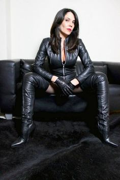 I' m Madame Kyra, a mistress of passion with style and elegance Pleasure in submission and control? Desires for leather, high heels and other fetishes? Botas Sexy, Leder Outfits, Thigh High Boots Heels, Sexy Boots, Leather Gloves, Black Faux Leather, Leather Fashion, Womens Fashion, Dusseldorf Germany