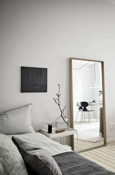 Here are list of the awesome minimalist apartment designs ever presented on sweet house. Find inspiration for Minimalist Apartment Design to add to your own home. Apartment Interior Design, Decor Interior Design, Design Interiors, Furniture Design, Pink Home Offices, Appartement Design, Interior Minimalista, Decoration Inspiration, Decor Ideas