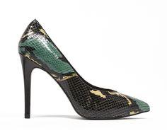 La piel de serpiente llevada el siguiente nivel. Estos zapatos son un lujo.