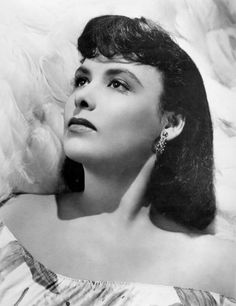 See Lena Horne pictures, photo shoots, and listen online to the latest music. Lena Horne, Black Actresses, Hollywood Actresses, Vintage Hollywood, Hollywood Glamour, Classic Hollywood, Cybill Shepherd, Dorothy Dandridge, American Photo
