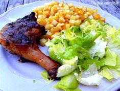 Le canard, avec un barbecue classique, c'est très difficile à réussir parce que sa viande a tendance à durcir. Il faut donc réa... Weber Barbecue, Chicken, Duck Confit, Barbecued Chicken, Poultry, Weber Bbq, Cubs