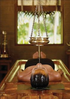 What is Ayurveda Massage? Self Massage, Good Massage, Face Massage, Massage Oil, Massage Room Design, Massage Therapy Rooms, Ayurveda, Hotel Istanbul, Massage Place