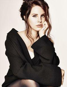 Lana Del Rey hair up-style