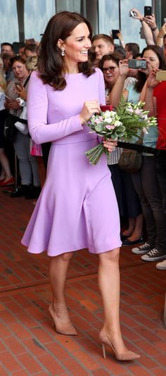 Kate Middleton Photos Photos - Kate, the Duchess of Cambridge greets spectators as she arrives at the Elbphilharmonie concert hall in Hamburg, northern Germany, on July 21, 2017.. The British royal couple are on the last stage of their three-day visit to Germany. / AFP PHOTO / POOL / Christian Charisius - The Duke and Duchess of Cambridge Visit Germany - Day 3