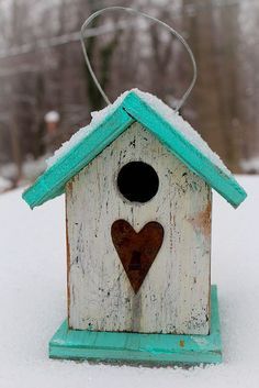 This would be fun to make: bird house. Simple and cool turquoise n red with shabby white Bird Houses Painted, Bird Houses Diy, Bird House Feeder, Bird Feeders, Bird House Kits, Bird Boxes, Bird Aviary, Kit Homes, House Painting