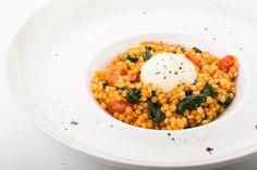 Erarta Cafe, ресторан в музее Эрарта. #food #cuisine #еда. Паста орзо со шпинатом, томатами и муссом из пармезана