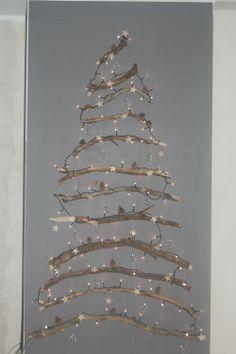 Met de takken van de omgewaaide boom maakte ik onze kerstdecoratie; van oud naar nieuw, letterlijke versie!