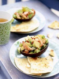 Avocadococktail met rivierkreeftjes en gegrilde tortilla's. Recept op elleeten.nl   ELLE Eten