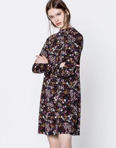 Vestido de gola tipo chaminé com estampado de flor - Vestidos - Vestuário - Mulher - PULL&BEAR Portugal