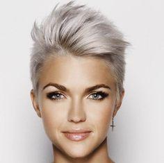 Nice collection of 2018 shortcuts - Neue Frisuren - Cheveux Short Hair Model, Short Hair Cuts, Curly Short, Pixie Cuts, Short Blonde, Funky Short Hair Styles, Funky Style, Blonde Pixie, Curly Bob