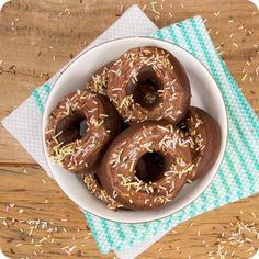 I could kill for desserts: Donuts de chocolate com Nutella (Chocolate donuts with nutella frosting) #wowrecipe #gordelicias #proximajacadujour