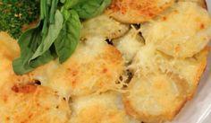 aartappelkoek met eiervrug  - Nataniel Tafel South African Recipes, Ethnic Recipes, New Recipes, Macaroni And Cheese, Nom Nom, Bbq, Yummy Food, Meet, Fruit