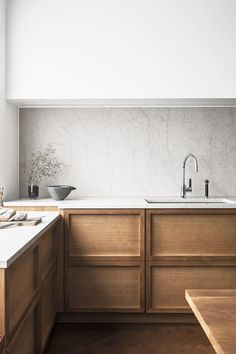 41 Stunning Modern Minimalist Kitchen Remodel Ideas - All About Decoration Home Decor Kitchen, Interior Design Kitchen, New Kitchen, Kitchen Modern, Kitchen Grey, Modern Kitchens, Kitchen Ideas, Kitchen Craft, Kitchen Contemporary