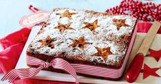Start this traditional fruit cake recipe two days earlier to ensure it& ready for your big Christmas feast. Christmas Lunch, Christmas Desserts, Christmas Baking, Christmas Traditions, Christmas Cakes, Xmas Cakes, Christmas Goodies, Traditional Fruit Cake Recipe, Christmas Stuffing