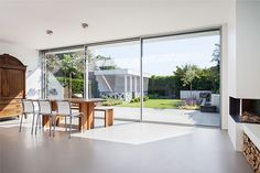 Solarlux frameless Cero sliding doors now available. Thames Valley Windows installs the first Cero II in the UK! Call 0800 181 698 for a free quote. Kitchen Extension Glazing, Sliding Glass Door, Sliding Doors, Patio Windows, Window Types, Back Doors, Window Design, Townhouse, Beach Houses