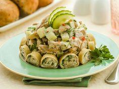 Куриный салат с блинами и грибами