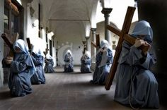 The Poor Clares of the Immaculate are next to the Franciscans of the Immaculate and the Franciscan Sisters of the Immaculate, spiritual family in the footsteps of the Poverello of Assisi are consecrated to the Virgin Mother in her privilege of the Immaculate Conception