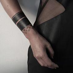 Arm Band Tattoo For Women, Black Band Tattoo, Tattoos For Women, Forearm Cover Up Tattoos, Wrist Tattoo Cover Up, Blackout Tattoo, Altgriechisches Tattoo, Tattoo Hand, Line Tattoos