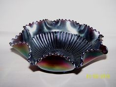 """Vintage glass L.G.Wright Glass Co. Amethyst Carnival """"Stippled Rays'"""