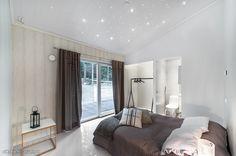Stars in the bedroom's roof / Tähtitaivas makuuhuoneen katossa #oikotieasunnot #makuuhuone