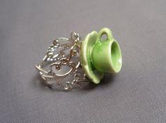 Thé temps Ring  vert et argent  Teacup Ring  par caperleetpapote