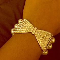 Pearl Bracelet Gorgeous Bracelet! Can be worn for a cute chic addition to a casual day fit! Jewelry Bracelets