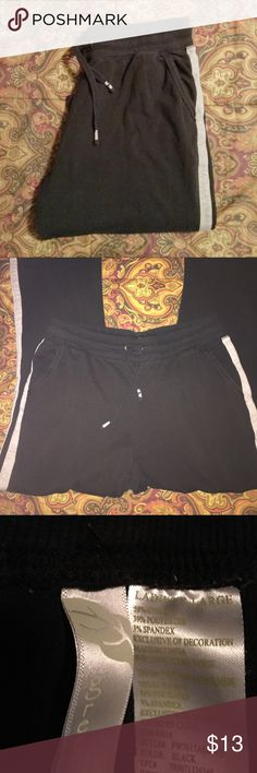 """Black Joggers XL These pants are in GUC. No rips stains or tears. They have 2 side pockets and 2 back pockets. They are very soft and comfy. The waist is 34"""" without stretching and inseam is 29"""". Green Tea Pants Track Pants & Joggers"""