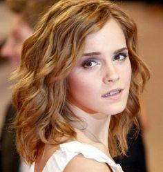 2017 Emma Watson Medium Curly Bob Hairstyles