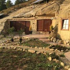 Kalandozások a siroki barlang apartmanokban - SzallasGuru. Hungary, Offroad, Places To Visit, Nap, House Styles, Photos, Off Road, Pictures, Photographs