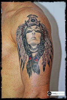 realistyczny tatuaż Indianka, z delikatnymi kolorowymi akcentami - wykonanie studio TIME4TATTOO www.time4tattoo.pl #tatuazindianka #realistycznytatuaz #tatuaznaramieniu #indiankazmotywemczaszki #indiantattoo #indiangirltattoo #realistictattoo #armtattoo #time4tattoo