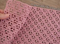 Punto traforato a uncinetto con maglie alte e catenelle: punti e spunti di Camil… Crochet openwork stitch with high and chain stitches: points and cues from Camilla Crochet Shirt, Baby Blanket Crochet, Camilla, Crochet Stitches, Crochet Patterns, Free Crochet, Knit Crochet, Diy Bags Purses, Hand Knit Scarf