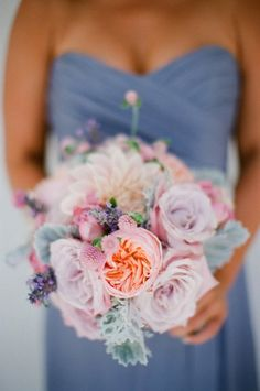 Love the colours used in this bouquet. Matches nicely against the pale duck blue bridesmaids dress.