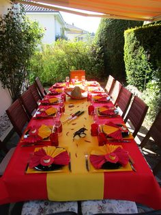 Spanish fiesta party decorations 51 Ideas for 2020 Paella Party, Tapas Party, Spanish Dinner, Spanish Tapas, Spanish Style, Spanish Appetizers, Spanish Heritage, Spain Theme Party, Spanish Party Decorations
