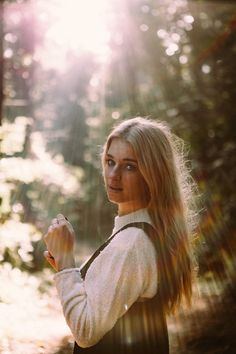 sunrays sunlight into the woods photoshoot by Maxime Noir Photography maximenoir. Forest Photography, Girl Photography Poses, Amazing Photography, Outdoor Shoot, Outdoor Photoshoot Ideas, Natural Photoshoot, Photoshoot Pics, Forest Pictures, Photo Portrait