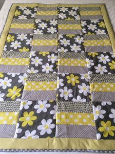Floral quilt flowers baby blanket baby quilt Michael Source by joellenbass Quilt Baby, Baby Quilts Easy, Easy Baby Blanket, Lap Quilts, Strip Quilts, Cotton Quilts, Baby Blankets, Ruffle Quilt, Quilted Baby Blanket