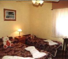 CI32601 - Villa Gesell - Costa Atlántica. Tipo: Hotel 1* Hab.: 20 - Cat.: 1* - Estado: Muy bueno. Sup. cub.: 770 Mts2 - Terreno: 640 Mts2. Habitaciones confortables, bien aireadas, con mucha luz, todas con vista al exterior. Todas las habitaciones tienen baño privado. Tv por cable. Ventiladores de techo.