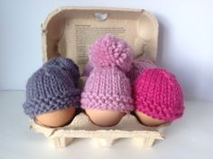 Easy Patterns for Knitted Easter Egg Cosy Knitted Egg Cosy – Easy Project for Beginners Baby Hat Knitting Patterns Free, Animal Knitting Patterns, Christmas Knitting Patterns, Easy Knitting, Small Knitting Projects, Wooly Bully, Easter Crochet, Knitted Dolls, Knitted Gifts