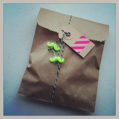 10 x neon snor bedels. Neon beads, kraft bag and masking tape by Indie-ish.nl