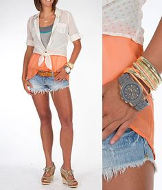 Shorts are a bit too short for my taste, but good color combination :) 'Peaches & Cream' #buckle #fashion www.buckle.com