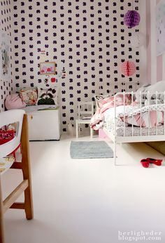 Little Girls Room....black white pink red. This is Bbn's bed in white! (We're getting the black)